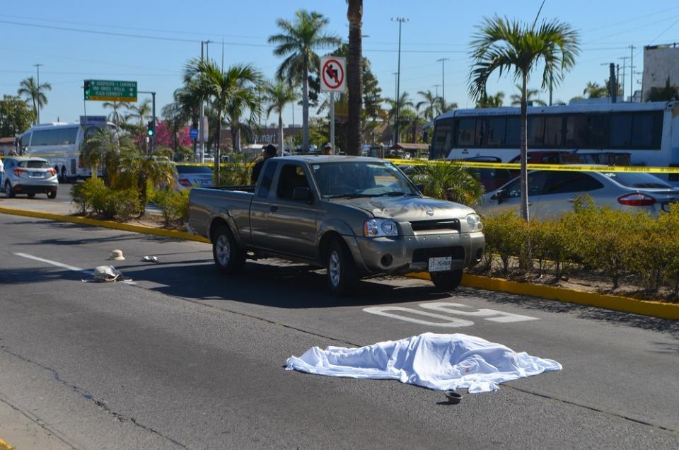 Muere mujer atropellada en  el crucero de El Pitillal