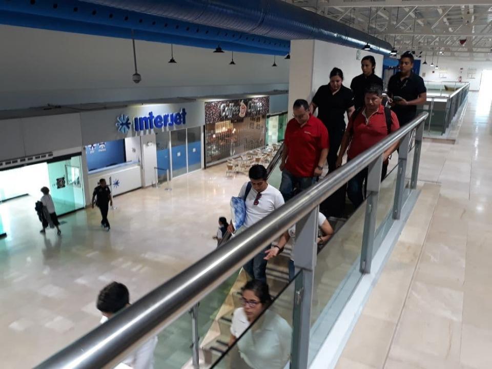 Evacuan a pasajeros y personal del  Aeropuerto Internacional de PV