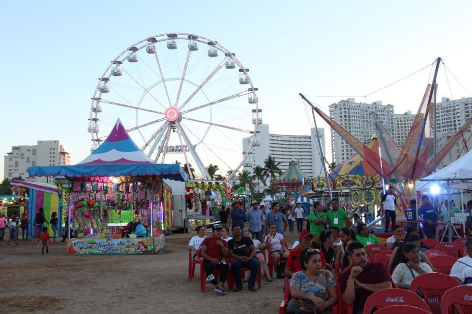 Cuestionan precios de la Expo  Centenario; Municipio no interviene