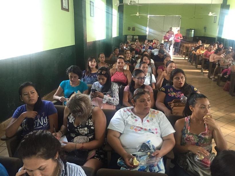 Capacita DIF Badeba a padres de familia, para evitar desnutrición