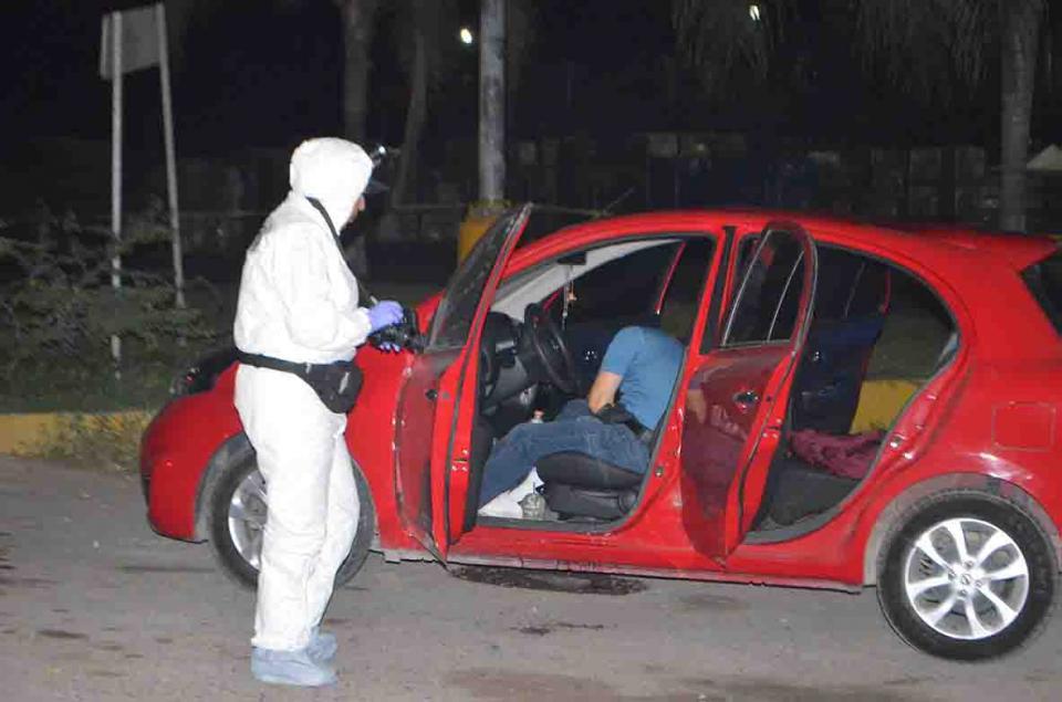 Asesinan a un hombre  en el interior de su auto