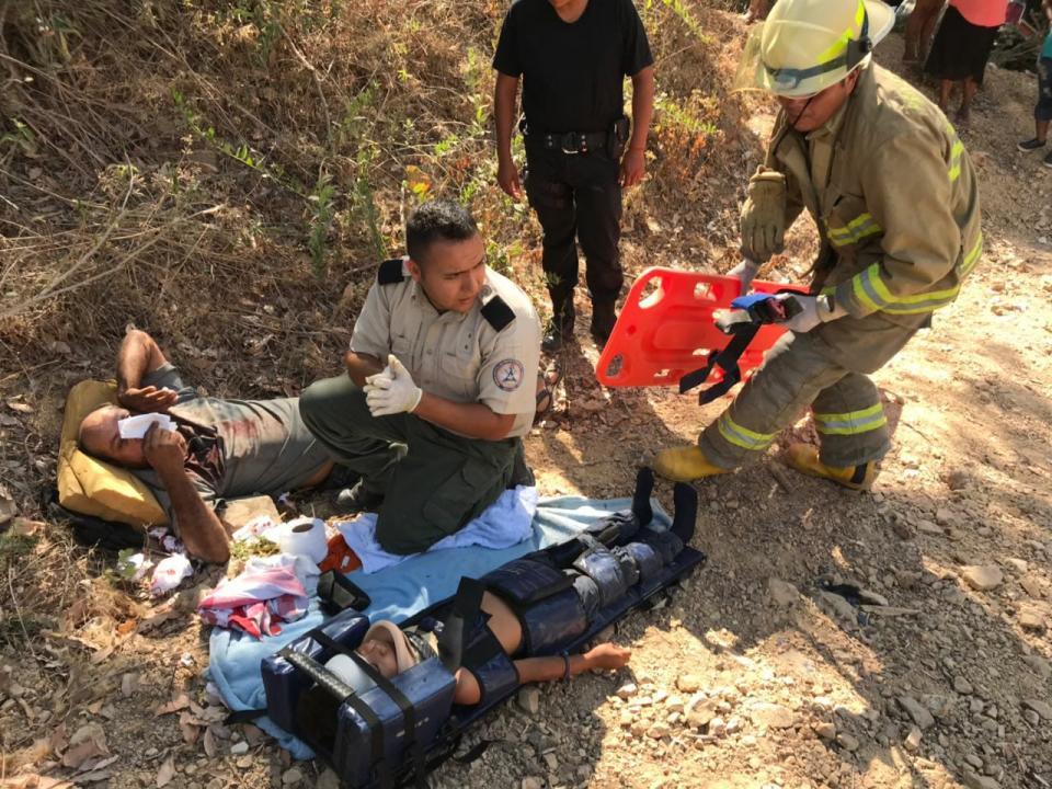 Cuatro heridos en volcadura