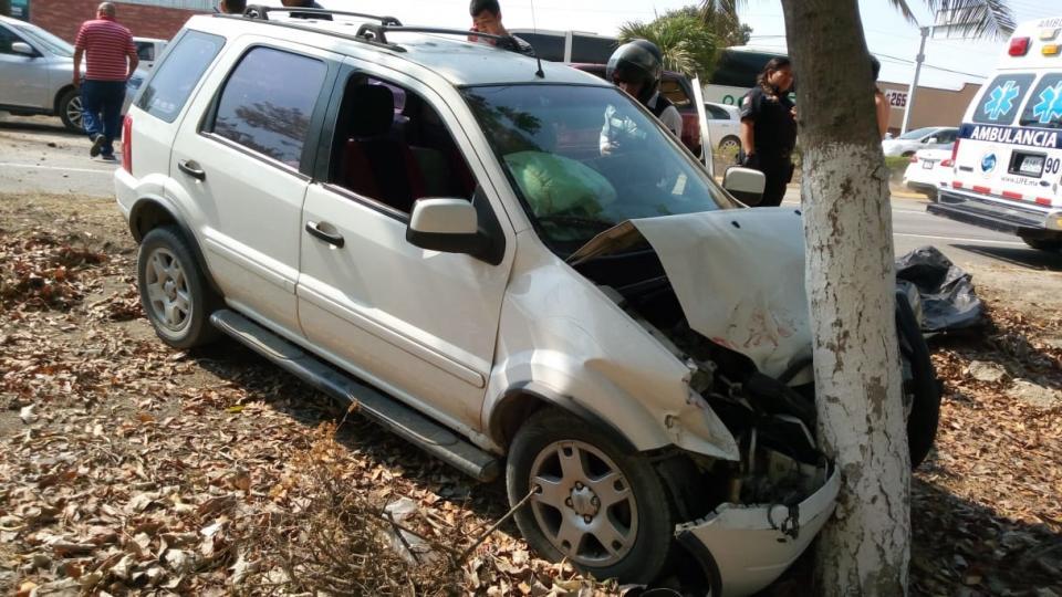 Chocaron camionetas, no hubo  heridos a pesar del fuerte accidente