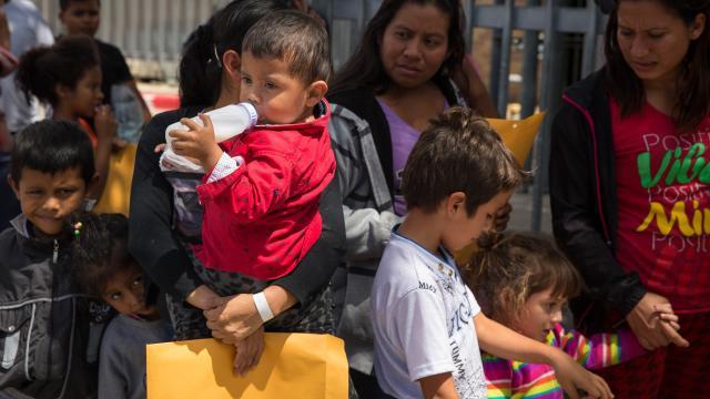 Presionan a Trump  por niños separados
