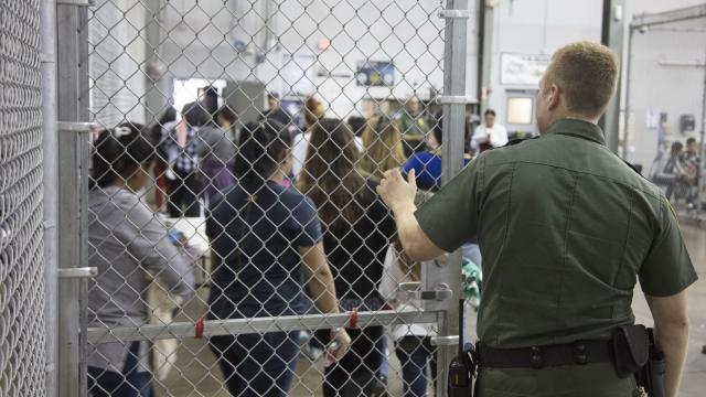 Francia critica situación de  niños migrantes en EUA