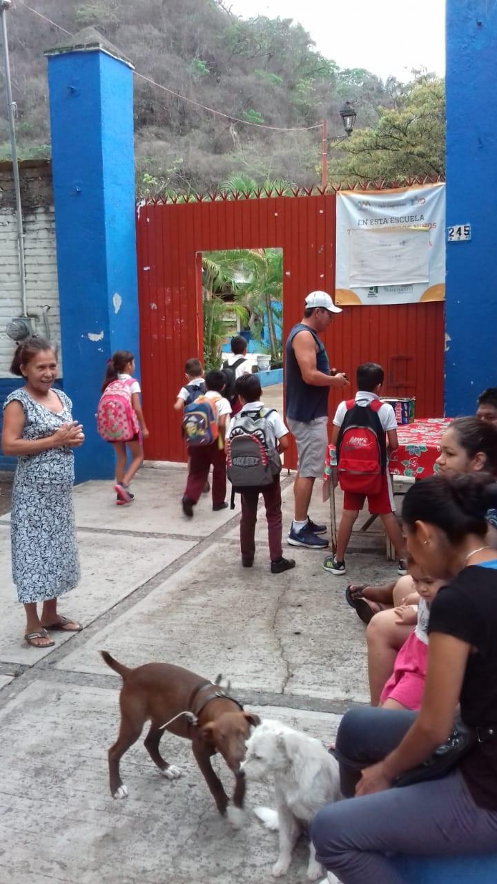 DESPUÉS DE CASI UN MES…    Se resuelve problema de la escuela  de El Caloso; ya tienen maestra