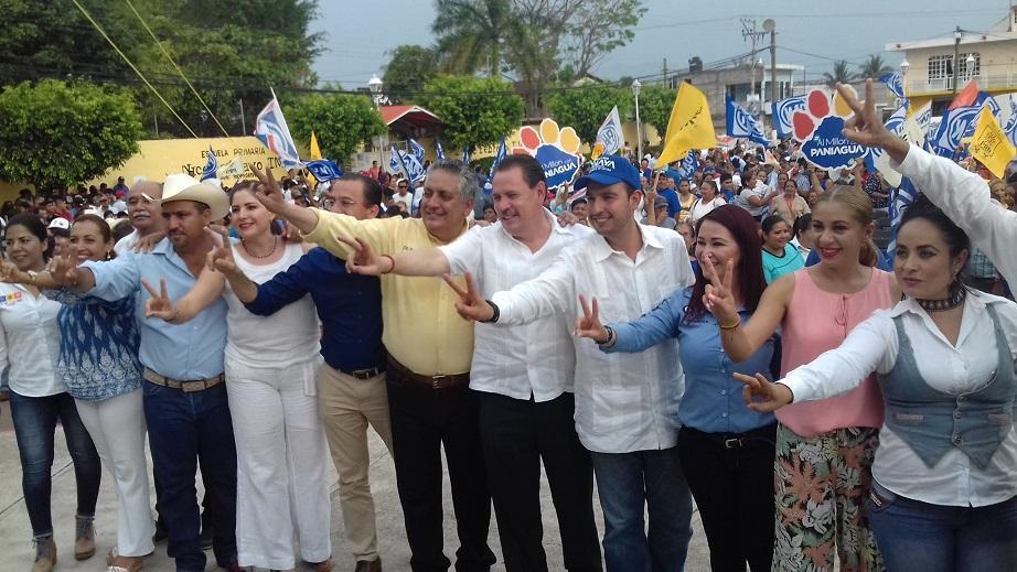 Asisten alcaldes, regidores y diputados,  a evento del Frente Por México