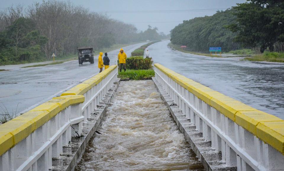Prevén futuros huracanes más fuertes, más lentos y con más lluvia