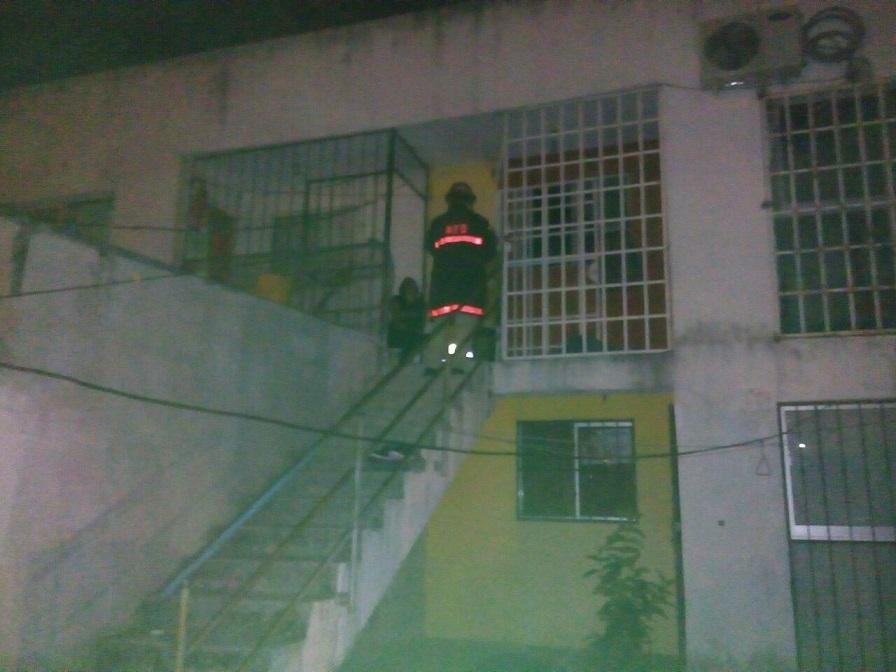 Alarma a vecinos, incendio en casa habitación en San José