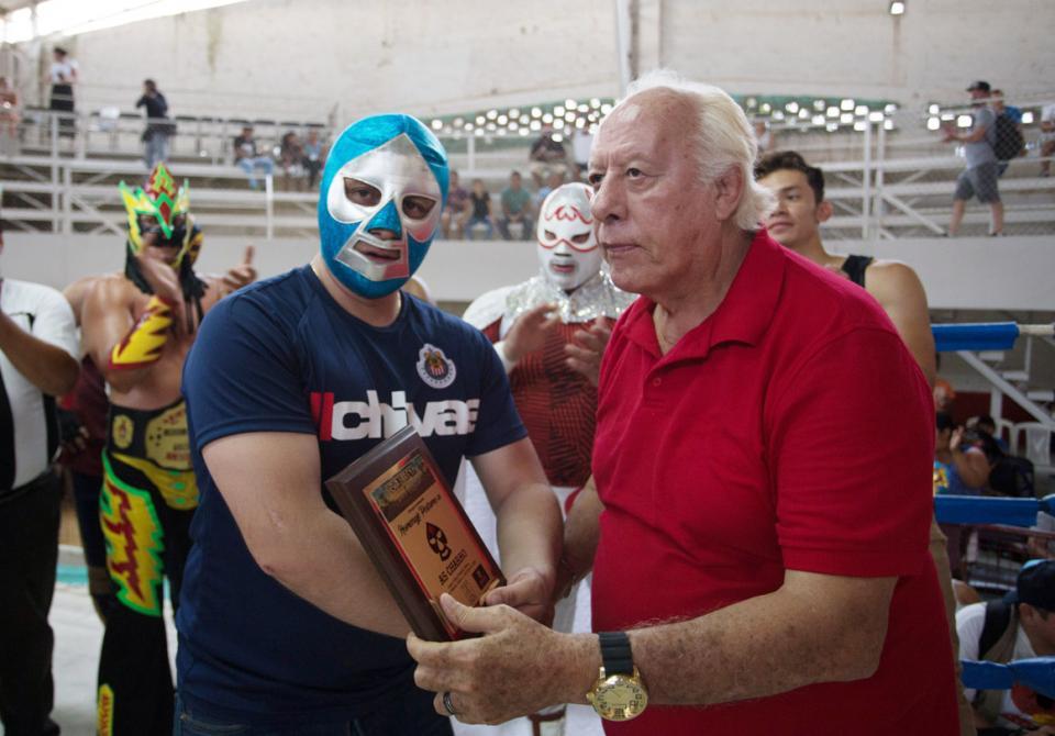 FUNCIÓN DE LUCHA LIBRE…    Máscaras, magia y nostalgia