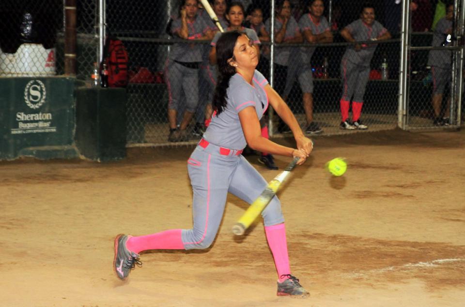Esta noche, softbol  de la tercera femenil
