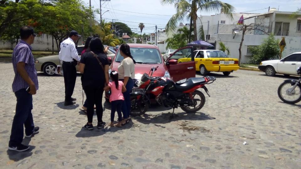 Motociclista resulta con lesiones  graves al chocar con un vehículo