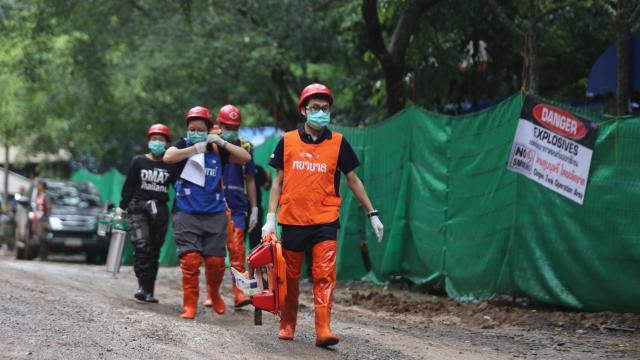 Más de 100 perforaciones para  evacuar a los niños atrapados