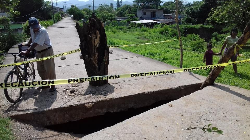 Se desploma loza en el canal oculto de la comunidad del Colomo
