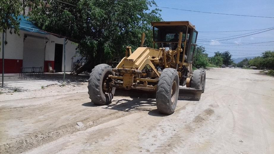 Arreglan calles en Villas Miramar,  Tierra Santa y Bicentenario