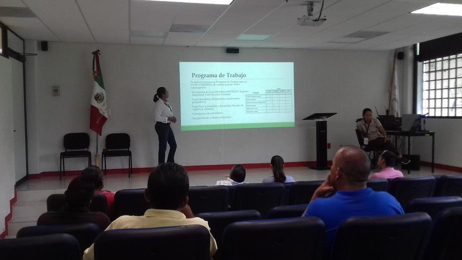 Entrega Jaime Cuevas  equipo a Protección Civil