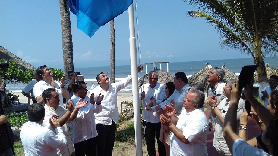 """EN NUEVO VALLARTA…    Realizan izamiento de """"Blue Flag"""" y  entrega de certificados de playas limpias"""