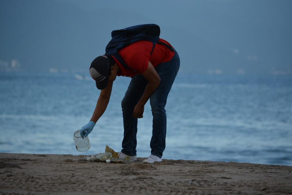 Detectan investigadores contaminación por plásticos en costas de Jalisco