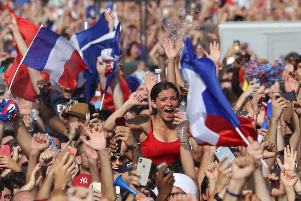 DESFILAN POR LOS CAMPOS ELISEOS…    Enloquece París con los  campeones del mundo