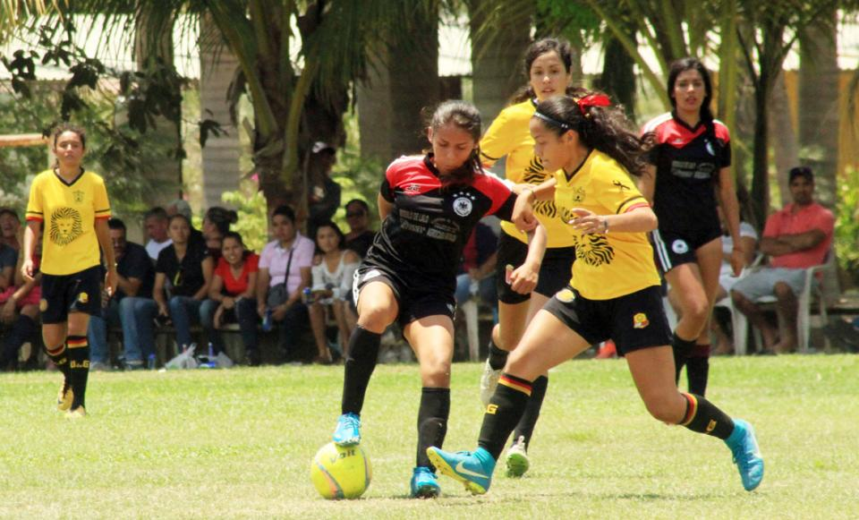 Reanudan Torneo  Femenil de Futbol