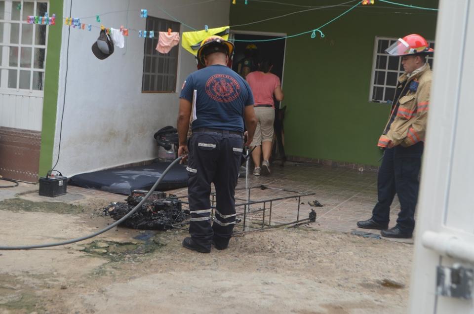 Raidolito provoca incendio  en baño de una casa