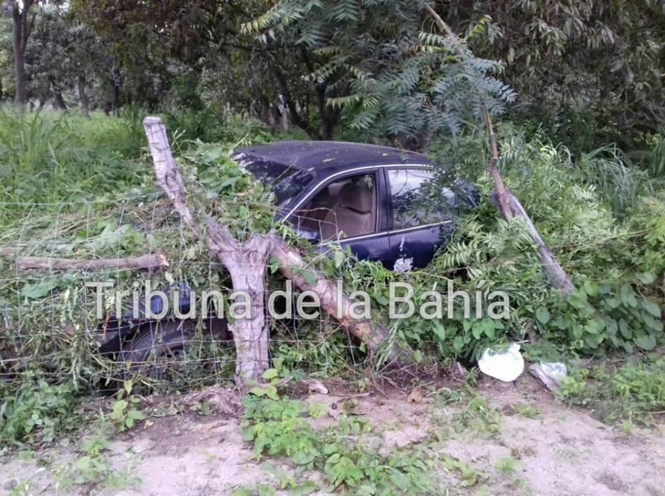 Bahía de Banderas: Conductor pierde el control, invade el rancho los algodones.