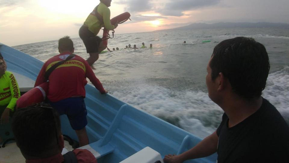 Entrenan Guardavidas de Bahía en Salvamento Acuático, Búsqueda y Rescate