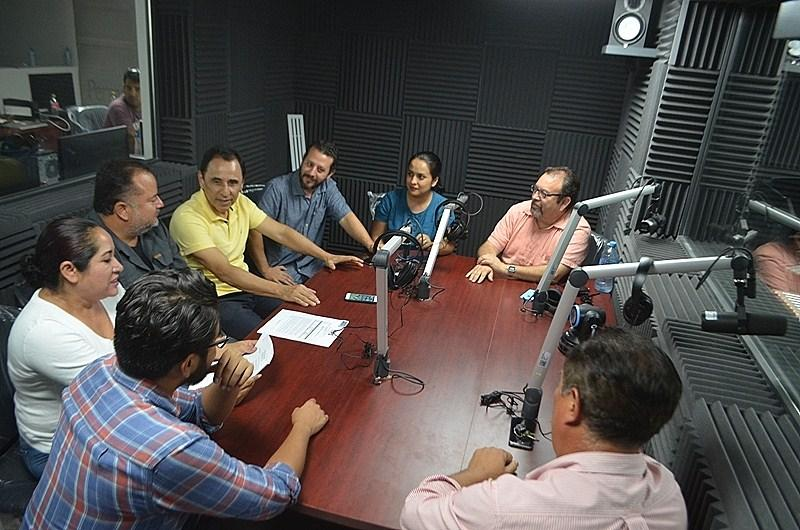 """AL AIRE LA SEGUNDA DE TRES ESTACIONES…    Un nuevo concepto radiofónico  para BCS es """"Radiante FM"""""""