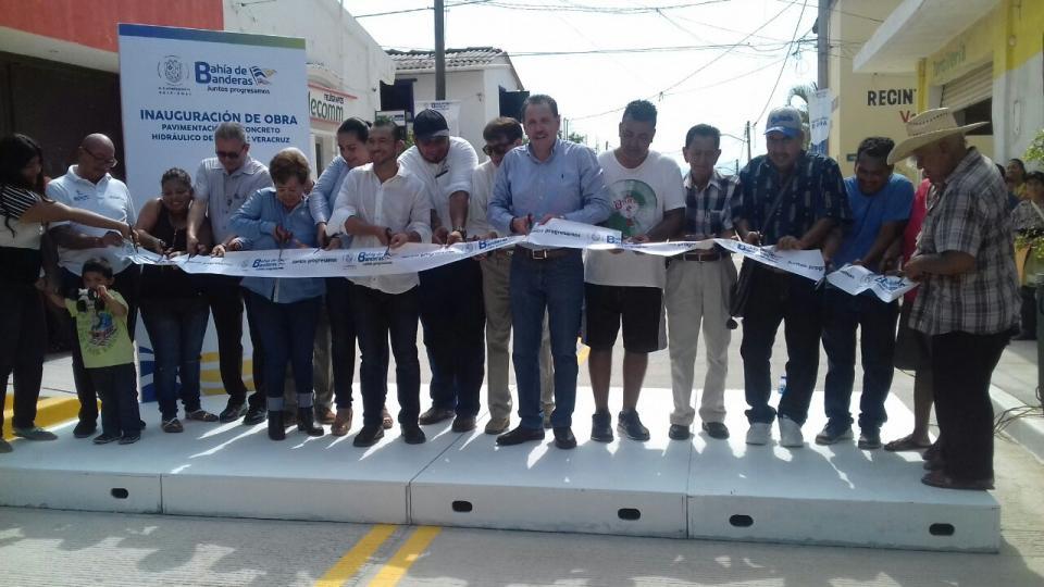 Inauguran obra de pavimentación en la calle Veracruz de Valle de Banderas.