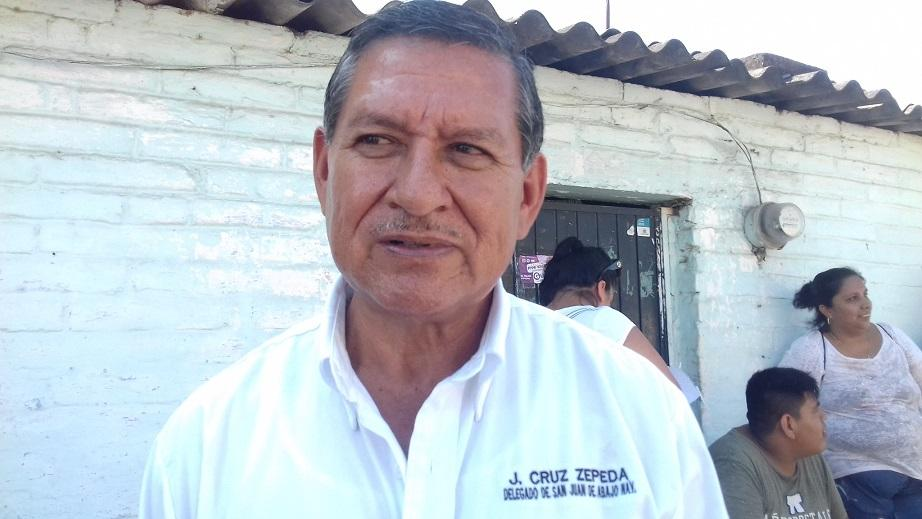 Delegado y vecinos de San Juan limpian el dren