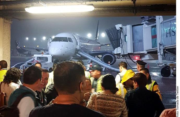 Evacuan avión de Aeroméxico  en AICM; venía a Vallarta
