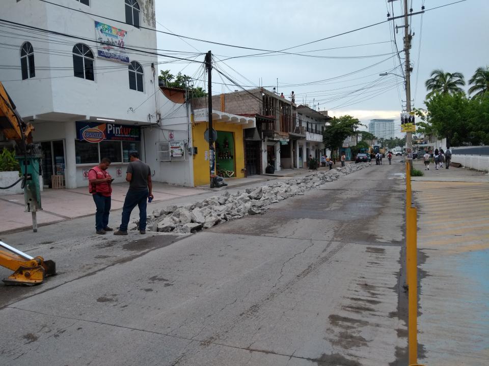 Se colapsa tubo de drenaje en la avenida Politécnico