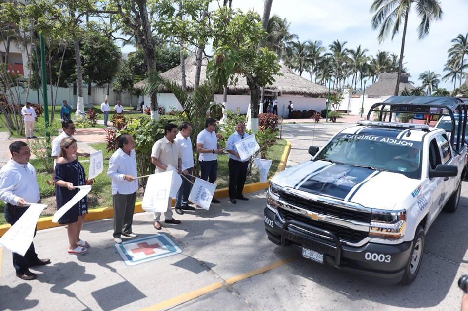 Entrega Echevarría seis patrullas para Policía Estatal en Bahía