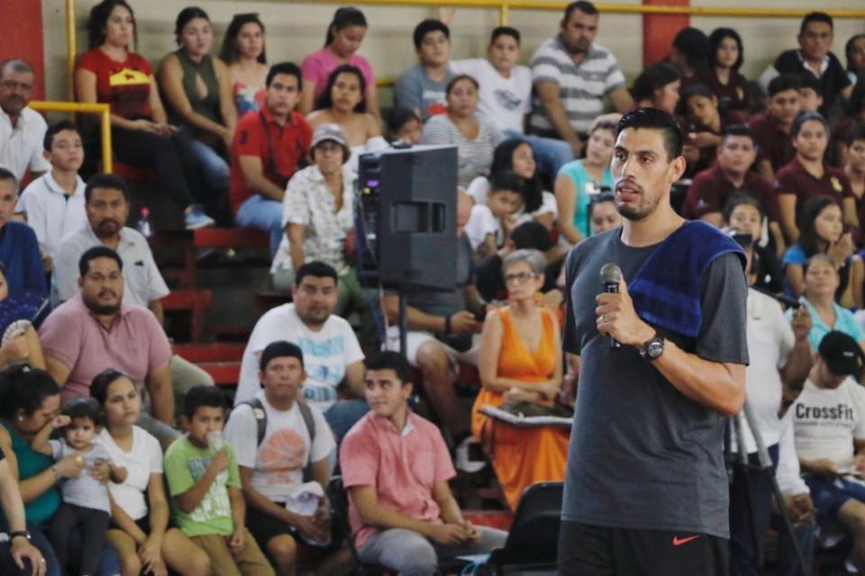 Gustavo Ayón y Jaime Cuevas impulsan el deporte en niños y jóvenes de Bahía