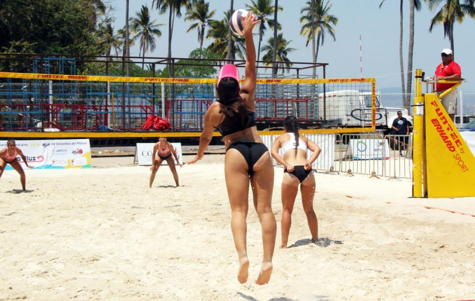 Voleibol de playa en Guayabitos