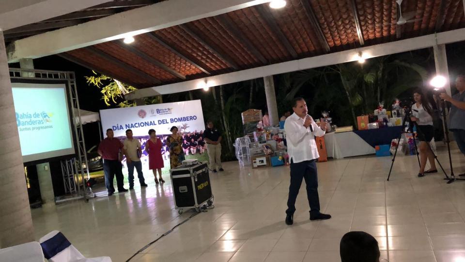 Festeja Jaime Cuevas a los Bomberos de Bahía de Banderas en su Día Nacional