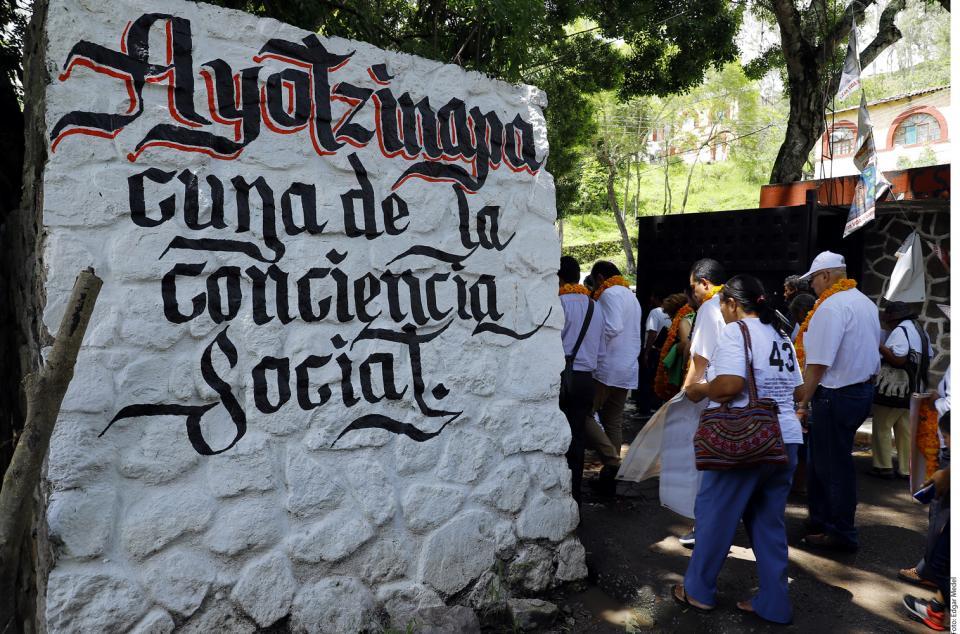 Ayotzinapa vive...