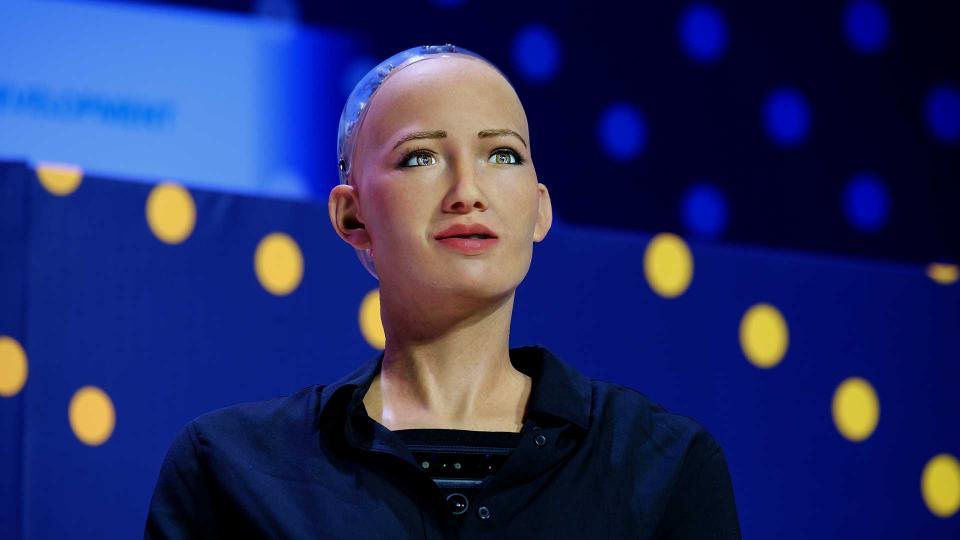 La robot Sophia presente en el  evento Industrial Summit 2018