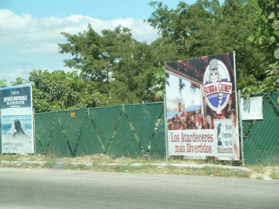 Negocia Gobierno de Badeba el retiro de publicidad del corredor turístico