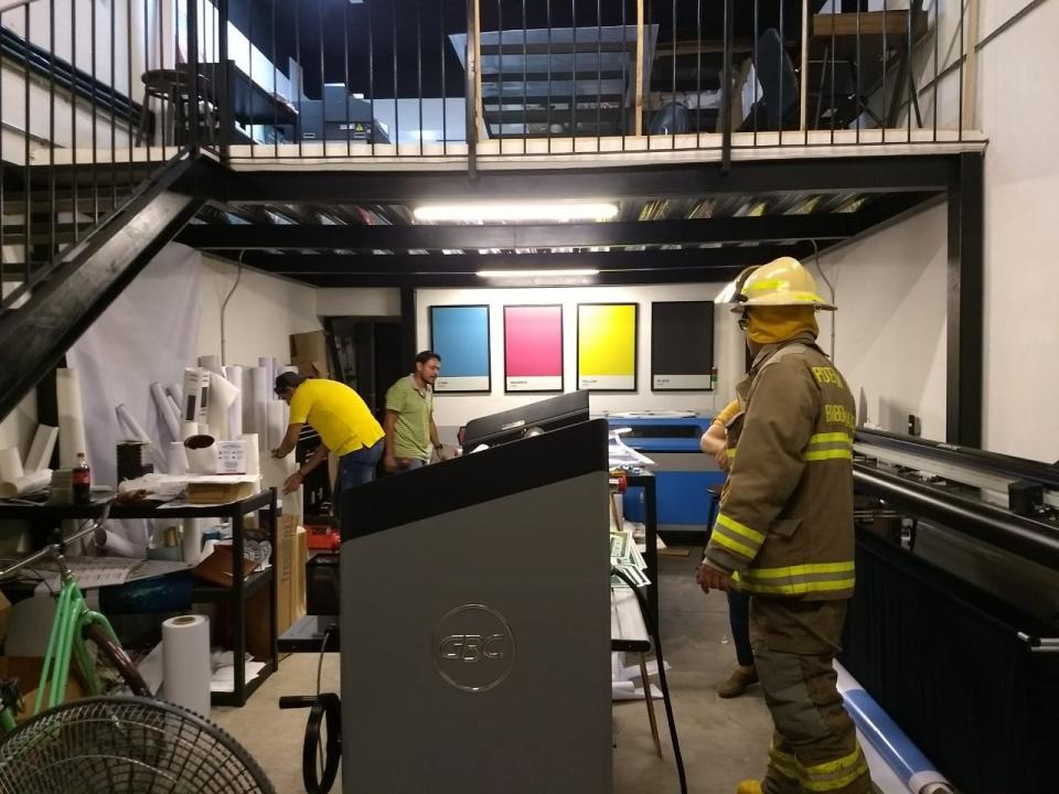 Controlan trabajadores Conato de incendio en Fluvial Vallarta