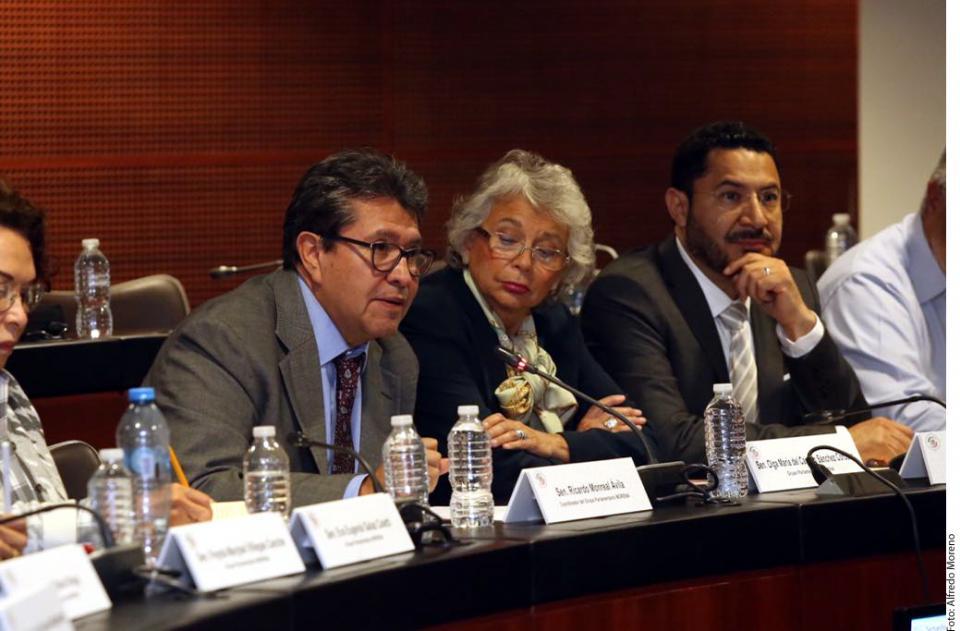 Recibe AMLO País en riesgo: Monreal