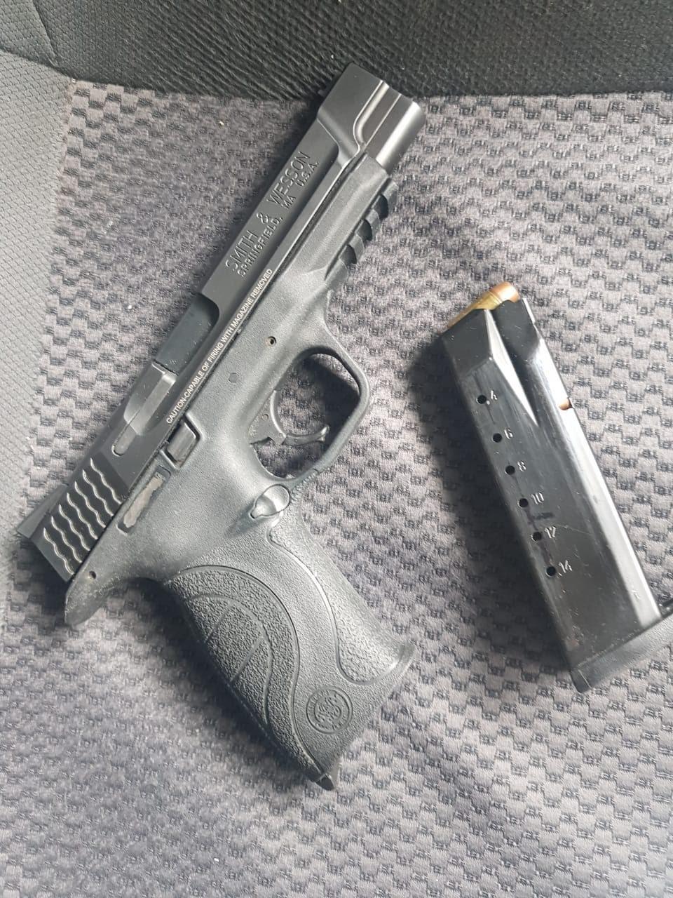 Capturan policías municipales  a sujeto con una pistola .40