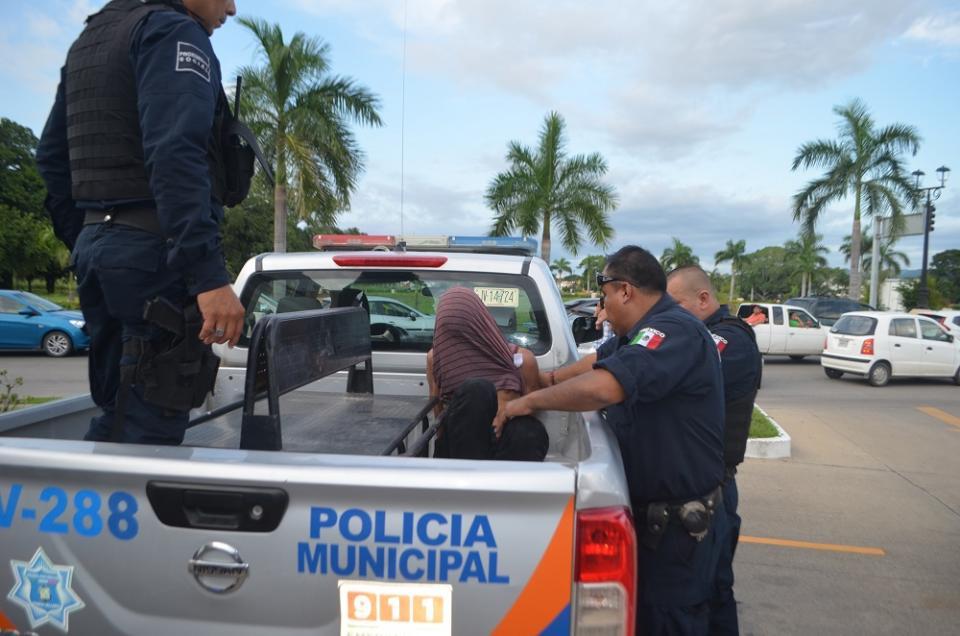 Sospechoso de robo a mano  armada es retenido por policías