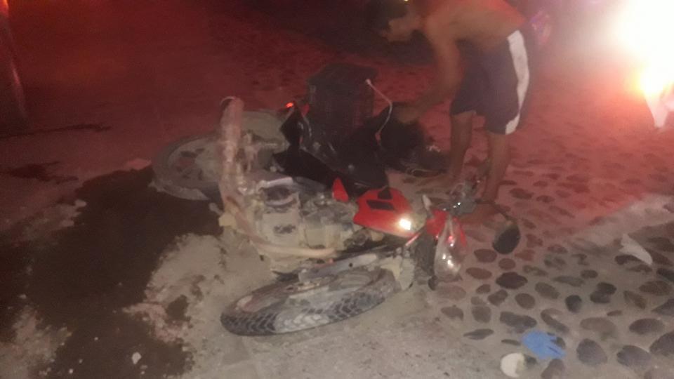 Grave motociclista al  chocar con camioneta