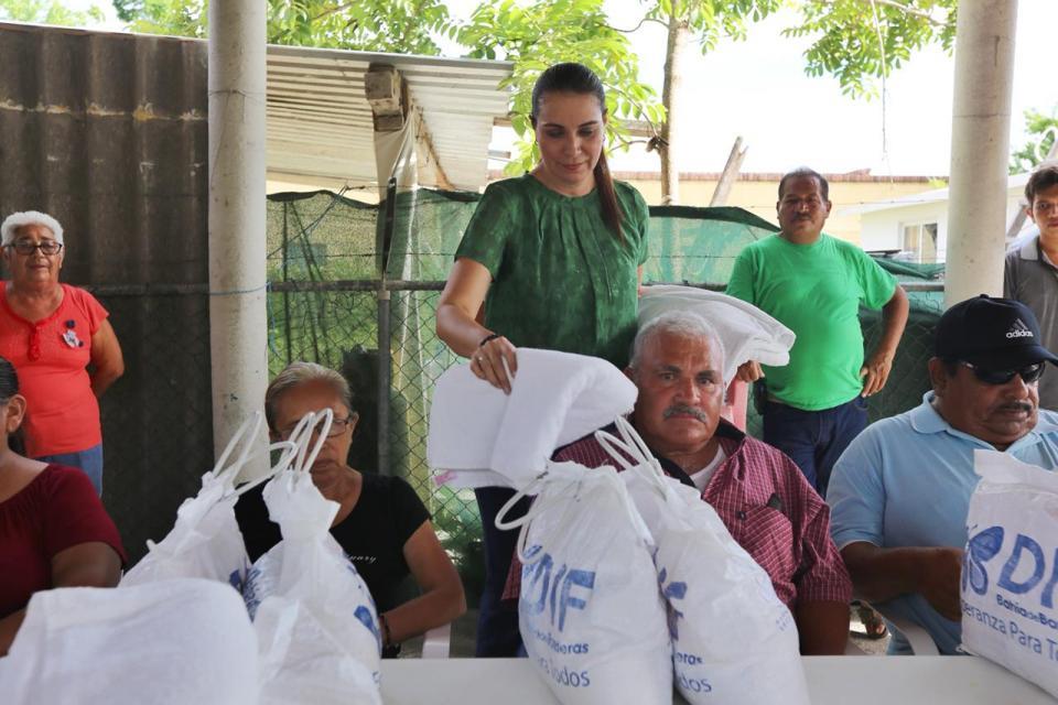 Aumenta DIF Bahía los apoyos alimentarios a Personas Vulnerables