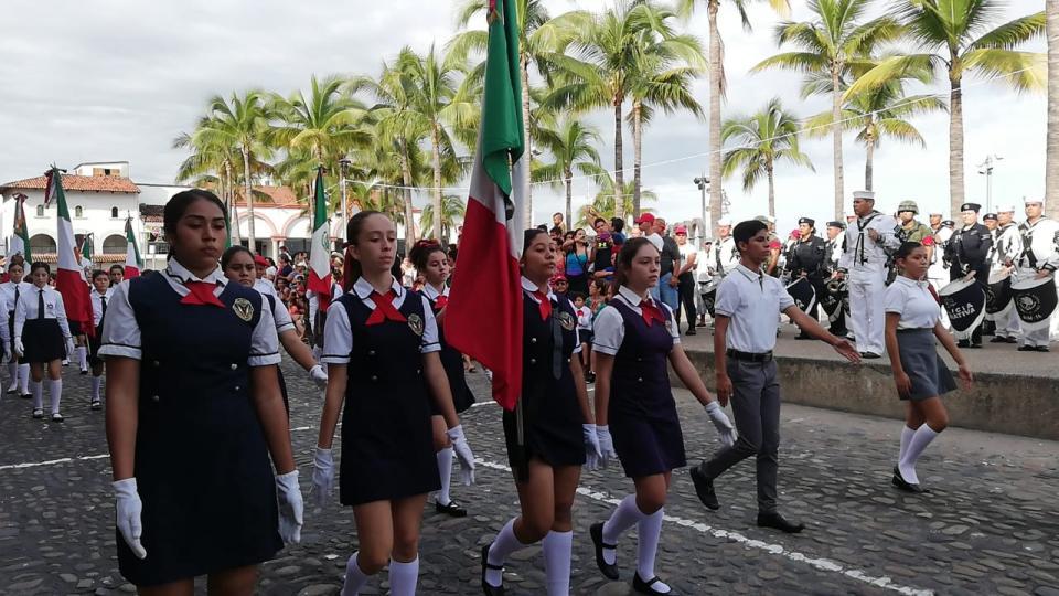 Conmemoran Independencia  con desfile cívico militar en PV