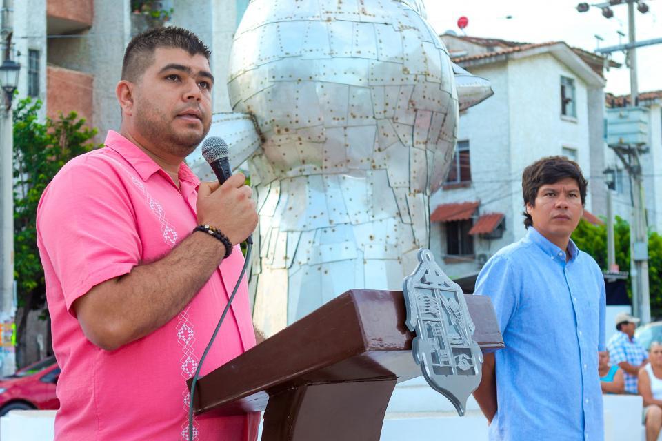 Incrementa Puerto Vallarta su patrimonio escultórico