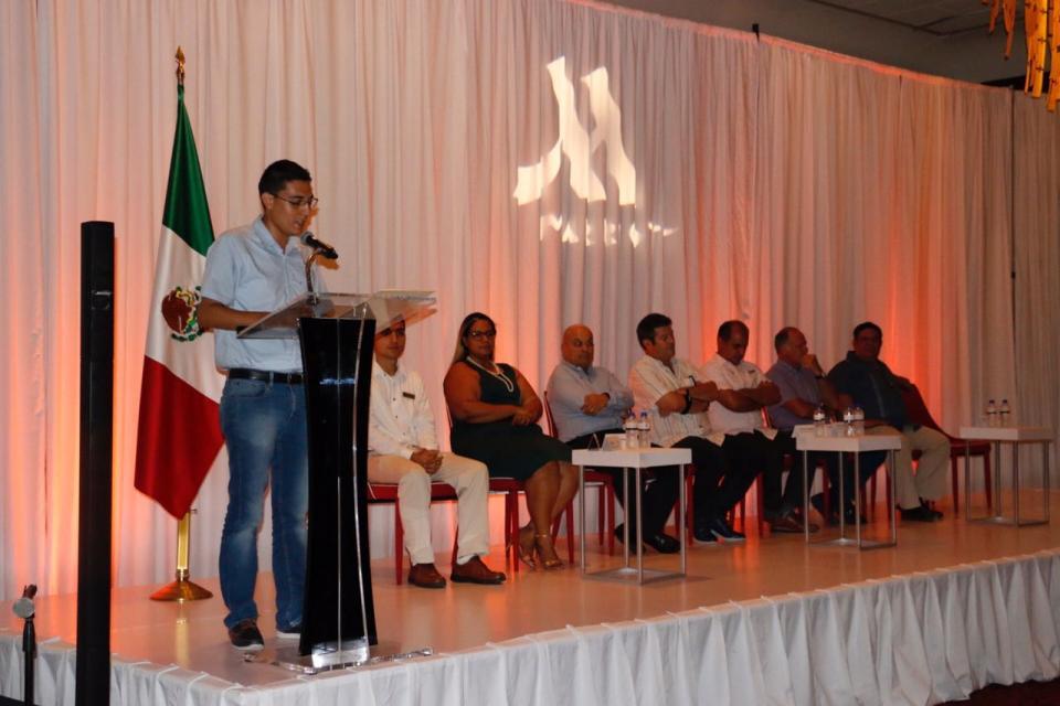 DIF Vallarta apoya a jóvenes en su preparación laboral