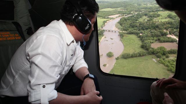 Recorre Aristóteles Sandoval zonas afectadas en Cabo Corrientes