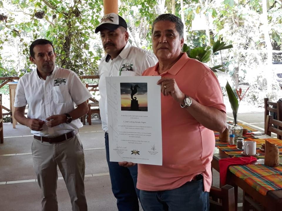 Continúan reconocimientos a  Ludwig Estrada por trayectoria